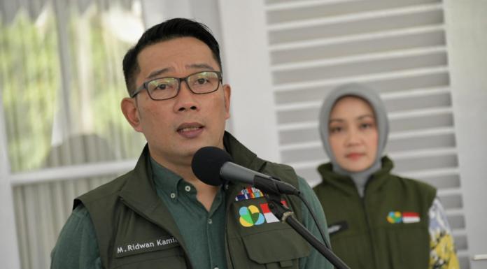 COVID 19, Kang Emil Bagikan 1 Juta Masker Ke Puskesmas (jabarprov.go.id)