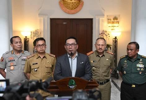 Tanggap Darurat Covid 19, Kang Emil Perintahkan Seluruh PEMDA di Jabar Bangun Crisis Center Covid 19 (Jabarprov.go.id)