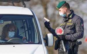 Polisi Italia Perketat Perbatasan Negara akibat COVID 19 (CNBC.COM)