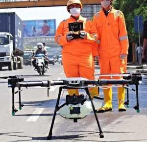 Perang Lawan COVID 19, Pemkot Bekasi Semprot Ruang Publik Dengan Drone (Foto : Humas Kota Bekasi)